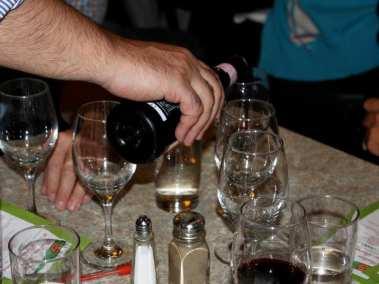 wine-tasting-03