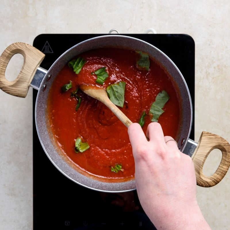 After turned off the stove, add the coarsely chopped basil to finish the tomato sauce, one of the most famous italian recipes