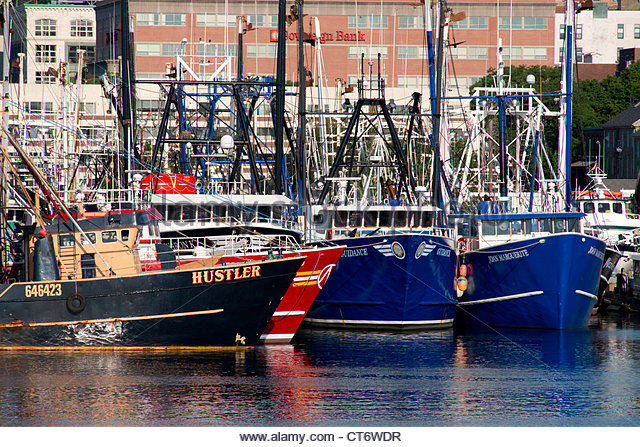 massachusetts-new-bedford-colorful-commercial-fishing-boats-in-new-ct6wdr