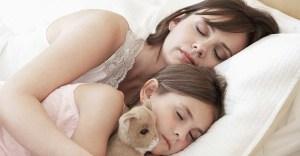 mother-child-sleeping