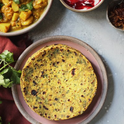 A Gujarati Meal – Methi theplas(Fenugreek Rotis) and Bateta nu Shaak(Potato Curry)