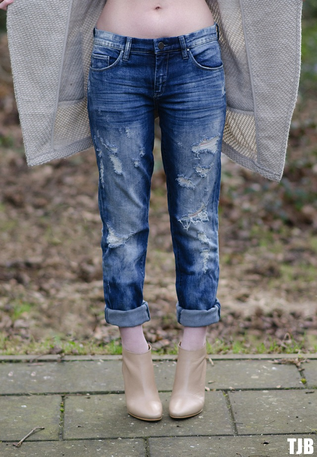 blank-nyc-ripped-boyfriend-jeans-review-fit-of-age