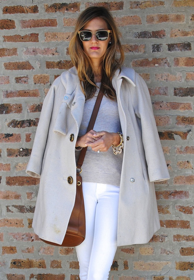 how-to-wear-white-jeans-for-fall-winter-8