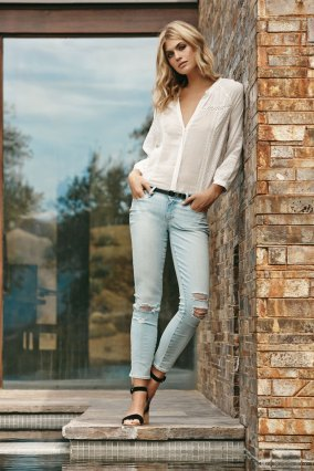 DEANDRA-TOP-in-Blanc-VERDUGO-ANKLE-in-Lainey-Destructed