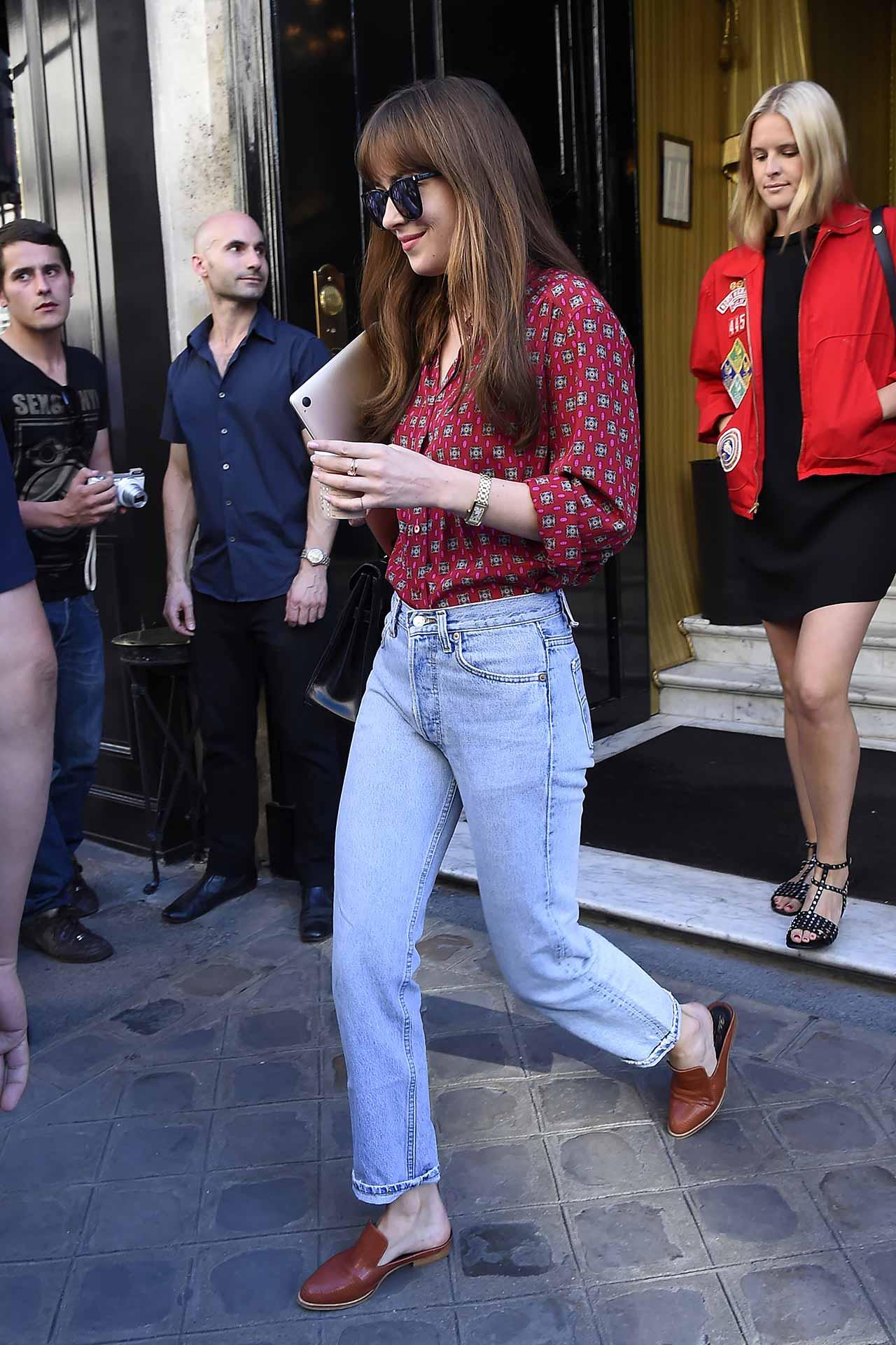 dakota-johnson-vintage-levis-jeans