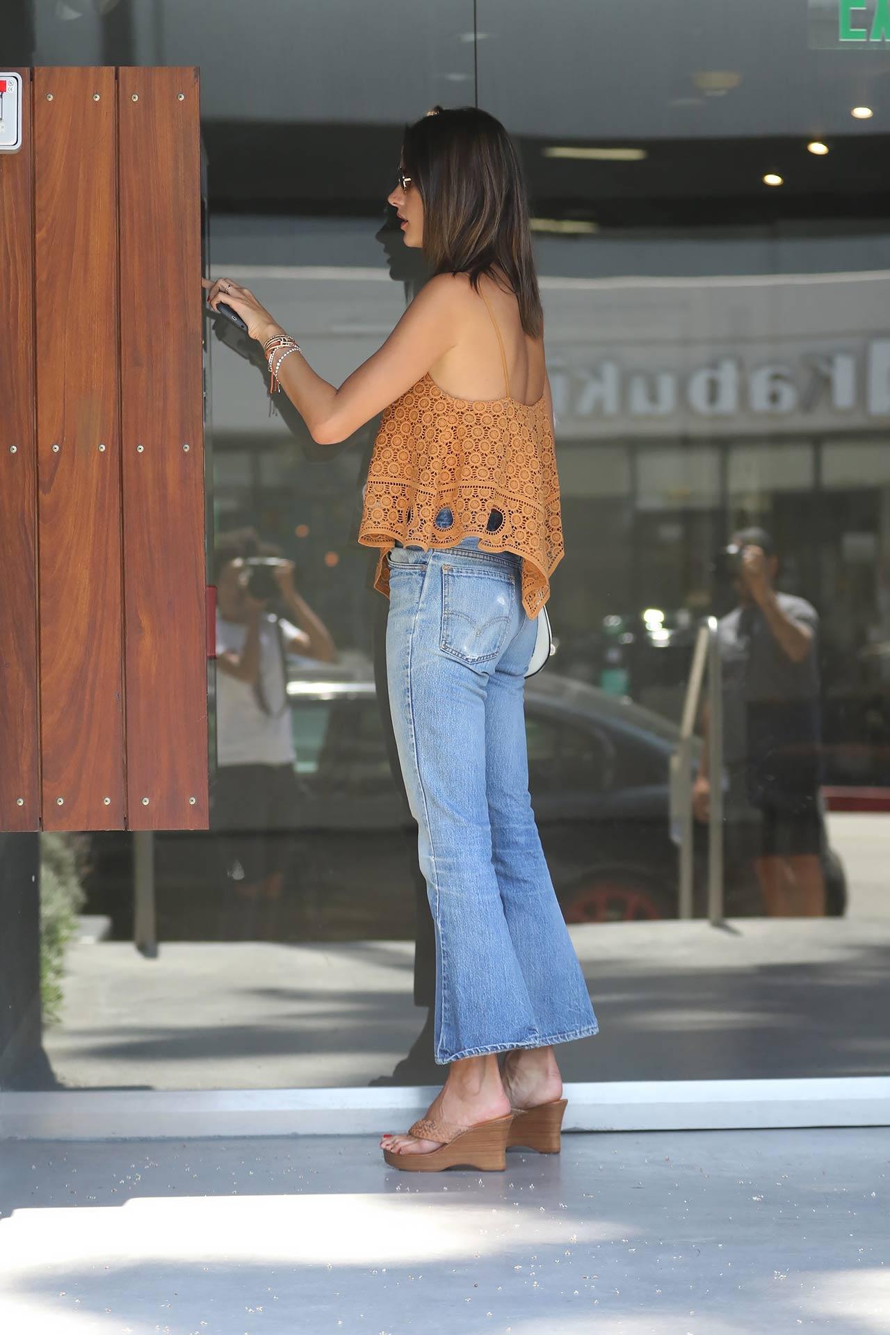 alessandra-ambrosio-redone-levis-jeans