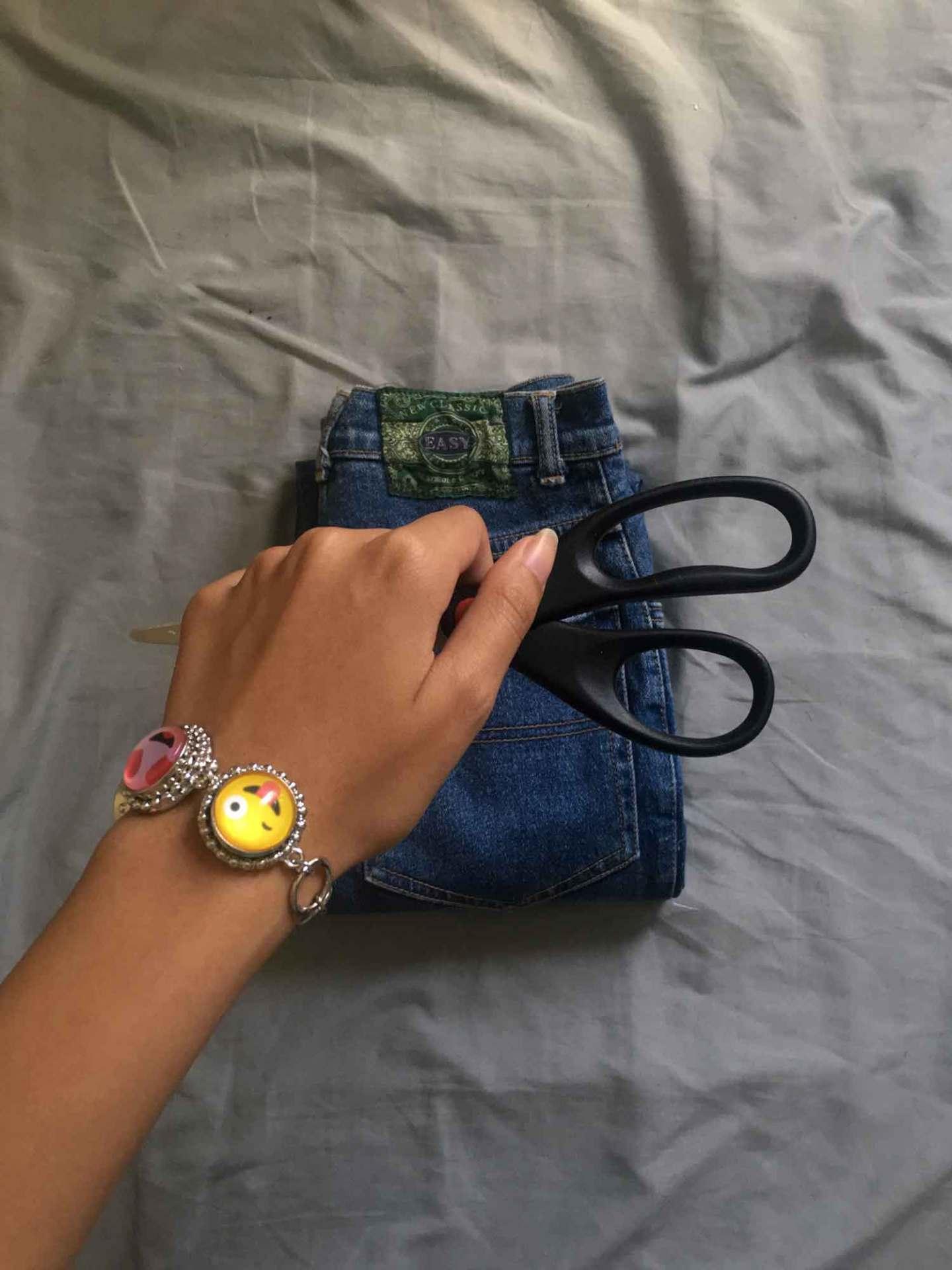 chrissy-baclagan_distressed-jeans2