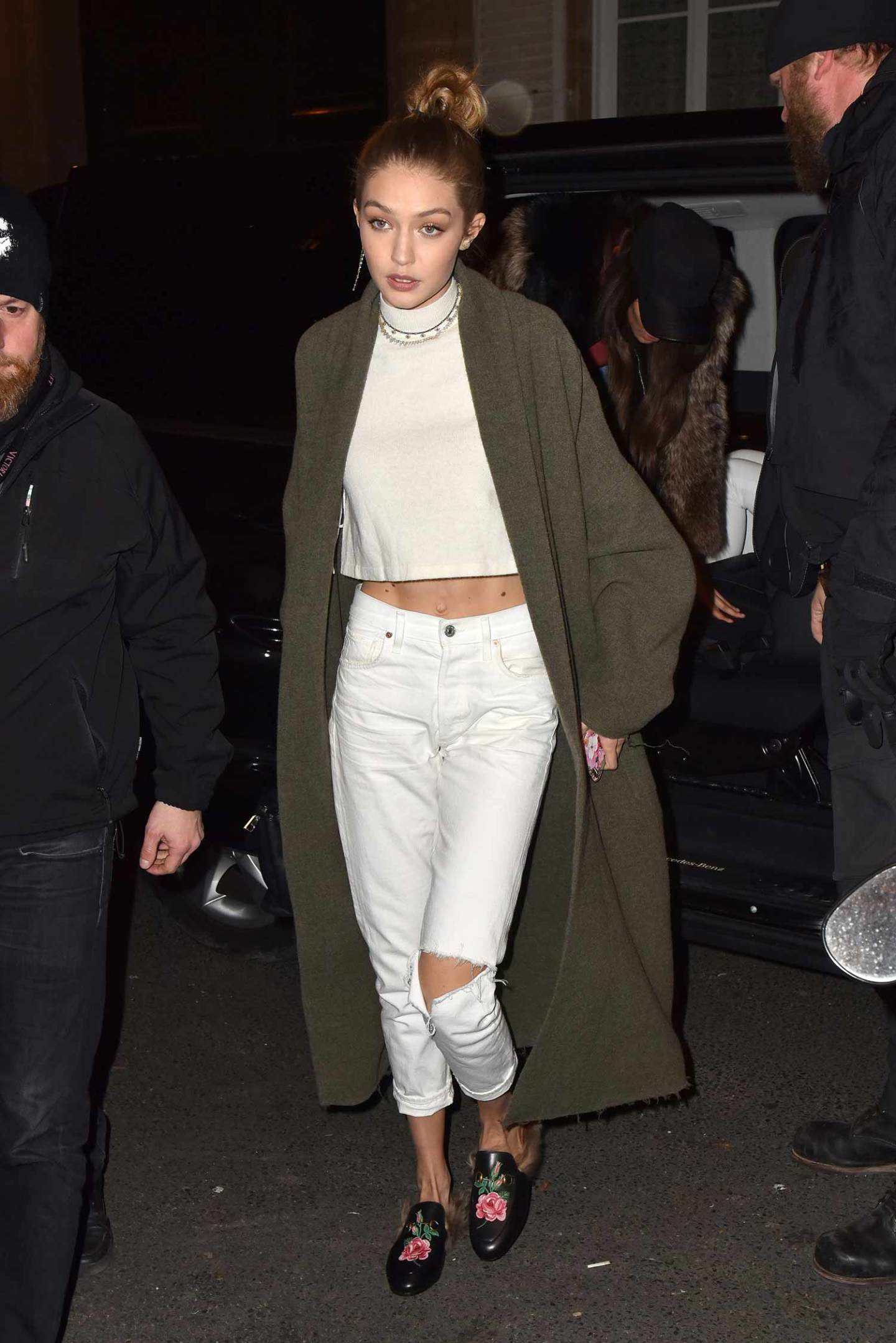 gigi-hadid-citizens-of-humanity-white-liya-jeans-2