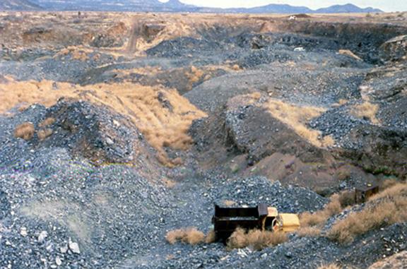 Mỏ Peridot trong Khu bảo tồn San Carlos. Ảnh: Cathleen McCarthy