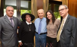 The meeting at the Presidents Residence. (R - L) Efi Lahav, Esther Pollard, P. Peres, MK Shaked, MK Shai. Credit: Mark Neiman, GPO