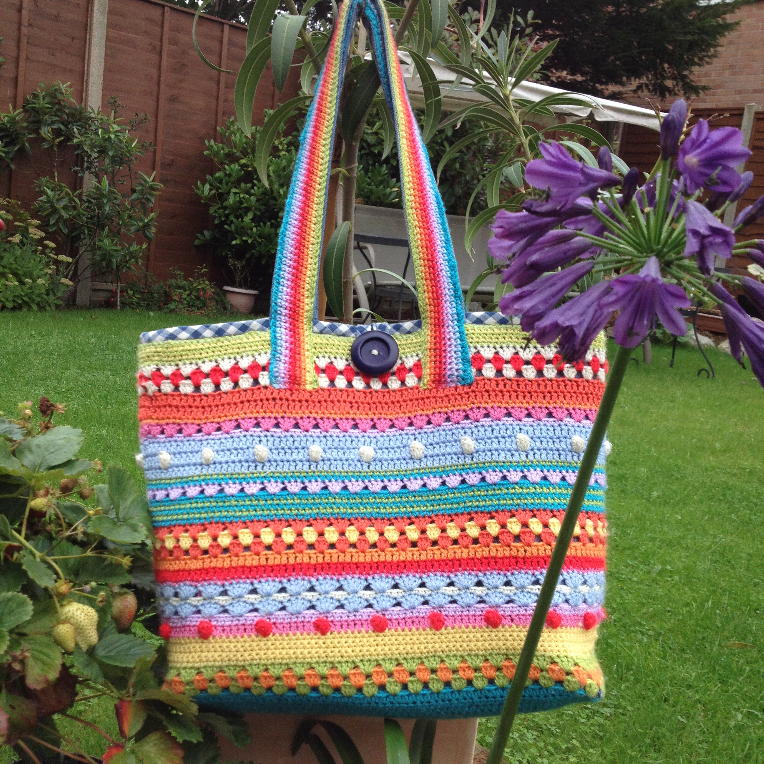 016 Stripy & colourful  crochet bag