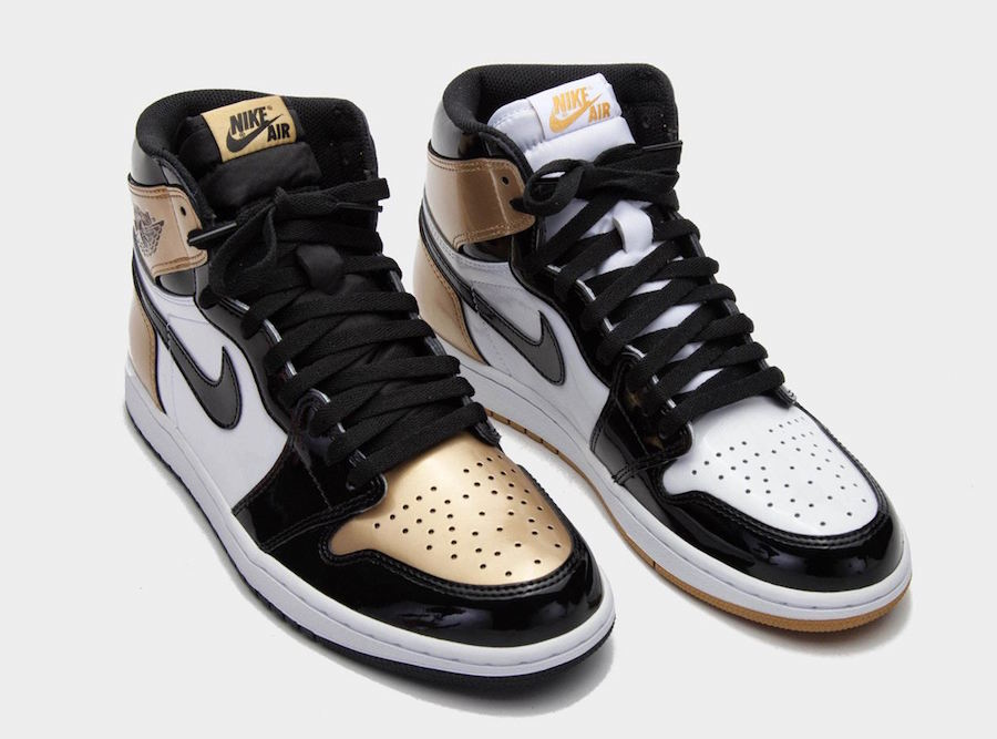21023b1913a7e3 ComplexCon was the only place where sneakerheads were able to get the  surprise drop of the Air Jordan retro 1 high s in a gold