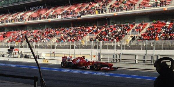 Few hundred fans watch Alonso for the last time before - lights out in Australia