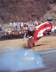 Gilles_Villeneuve_Japanese_GP_Fuji_1977_Crash2_resize
