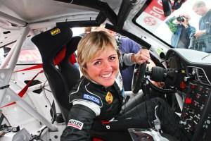 VLN-2009-Sabine-Schmitz-Frikadelli-Racing-Porsche-997-729x486-c807e223b79d1dcd