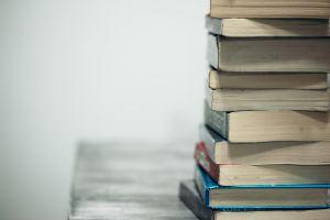 Books and podcasts, photo by Sharon McCutcheon on Unsplash