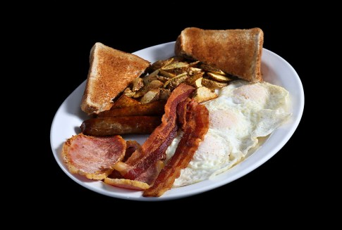 eggs, bacon, toast, homefries, breakfast food, breakfast places in Niagara, Greek restaurant in Niagara Falls