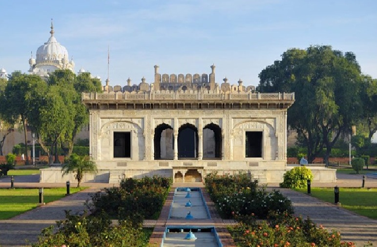 Lahore's Hazuri Bagh – a historic complex with a new look