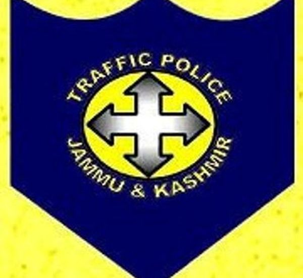 Police challans 16 vehicles for plying on embankment of Dal Lake