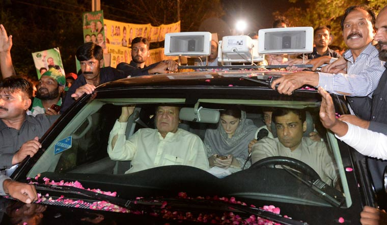 Nawaz Sharif back in jail after massive show of strength