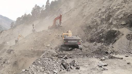 Landslides close Sgr-Muzaffrabad road