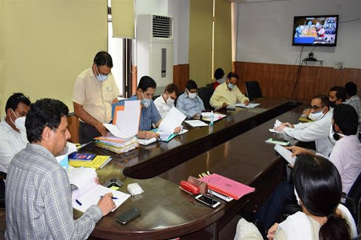 Div Com reviews KCC scheme coverage, progress on SWMPs in Jammu districts