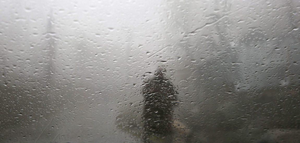 Upper reaches receive fresh snowfall, plains rains; temp plummets across Kashmir