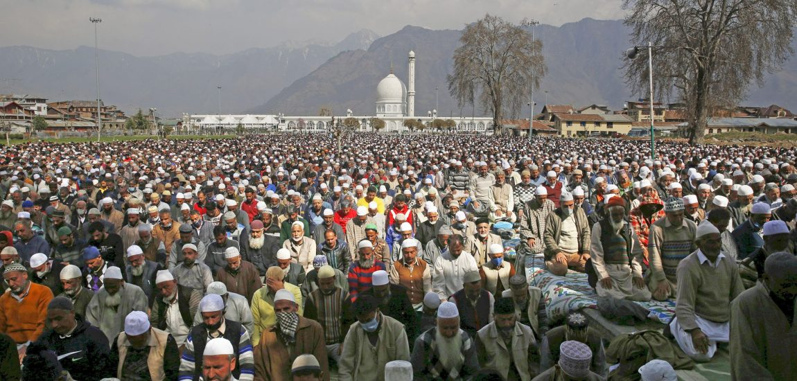 Thousands throng Dargah Hazratbal to offer congregational…