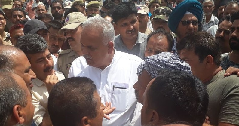 Border Shelling: Sham Choudhary visits R S Pura, reviews preparedness to deal with situation