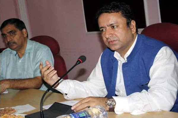 Minister reviews development projects in Rajouri