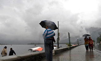 Weatherman predicts rain, thunderstorm for next 24 hrs