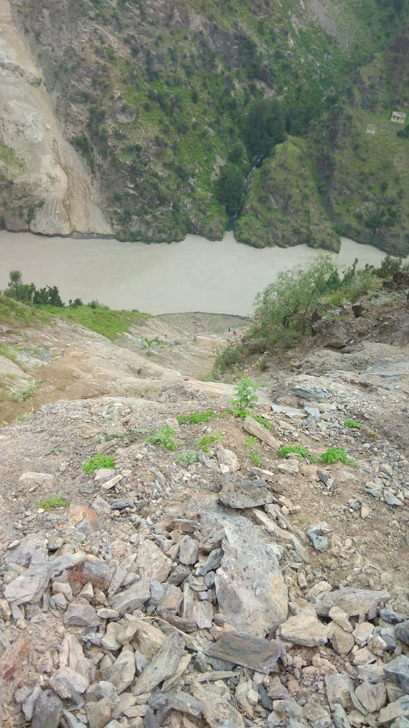 Vehicle carrying devotees falls in gorge, 11 including minor killed | The Kashmir Press