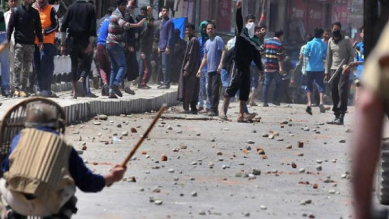 2 Dy SP's among several cops injured in stone pelting incidents on Thursday: Govt