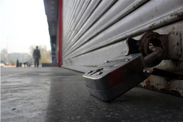Kashmir shuts to protest 'custodial killing' of school teacher; Train services, mobile internet suspended