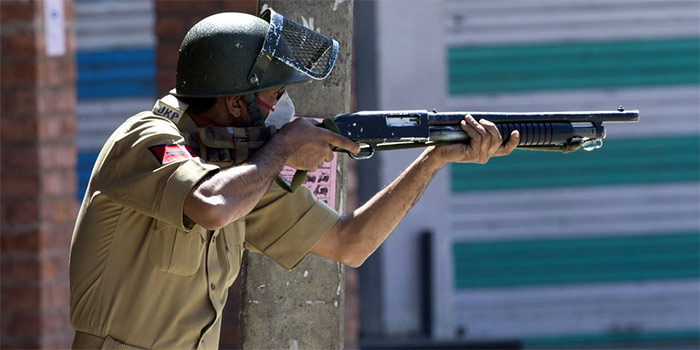 Forces fire pellets at photojournalists covering Shopian gunfight, 4 injured