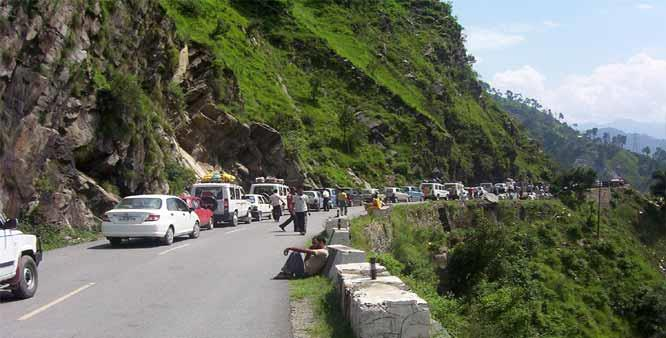 Highway ban: Allow free movement of tourist vehicles on highway, KCCI to Divisional authorities