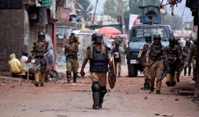 Several injured in clashes with forces near gunfight site in Shopian