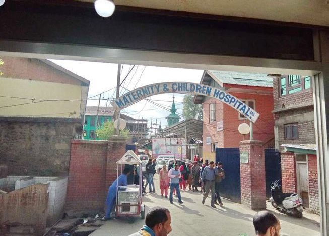 MCH Anantnag: Recommended by politicians, volunteer female nurses loot patients in the name of 'Chai'
