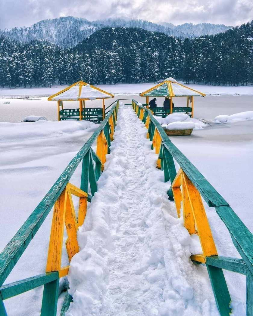 snow in kashmir 1