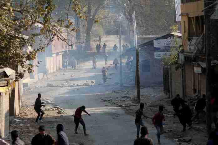 Breaking News Kashmir, clashes in pulwama, pulwama, civilians killed,, kashmir, hajin, kashmir news, mujgund encounter, Latest News in Kashmir, kashmir news