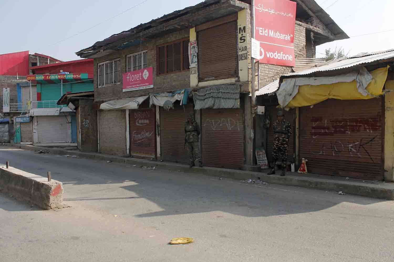 sopore shutdown, kashmirpulwama shuts down, naveed jatt,,pu