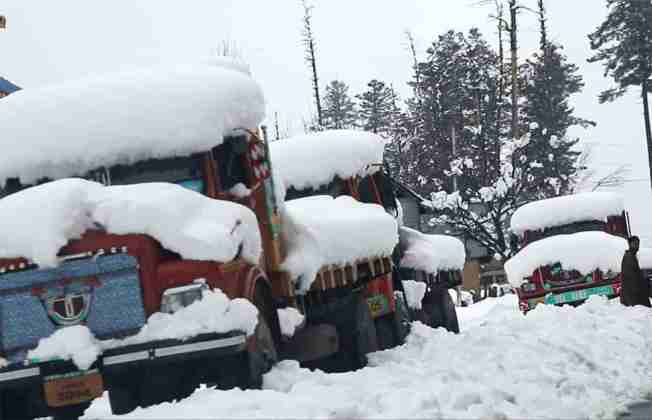 snow in kashmir,