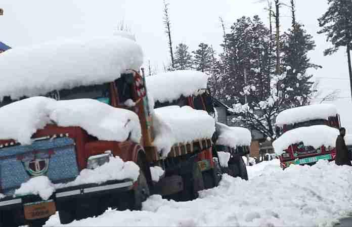 snow in kashmir,
