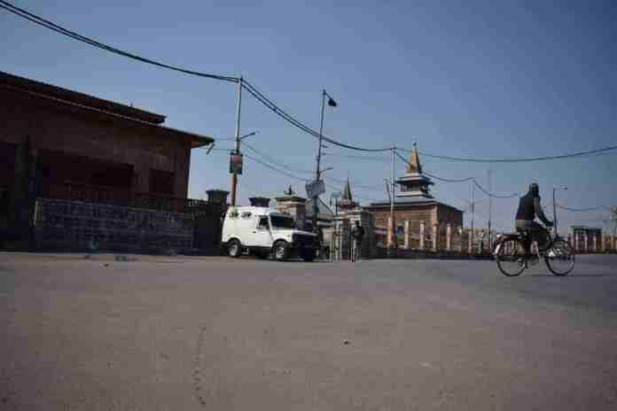 JRL,kashmir shutdown,kashmir shuts down against hurriyat leader's killing, hurriyat conference, kashmir, srinagar, kashmir news