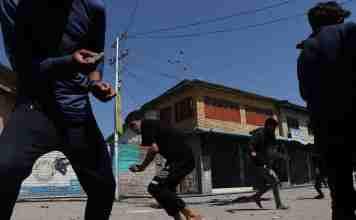 Kashmir 2016, kashmir funeral, stone pelting, vikar syed, vikar syed kashmir,