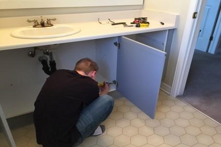 bathroom renovation, old toilet, old bathtub, old vanity