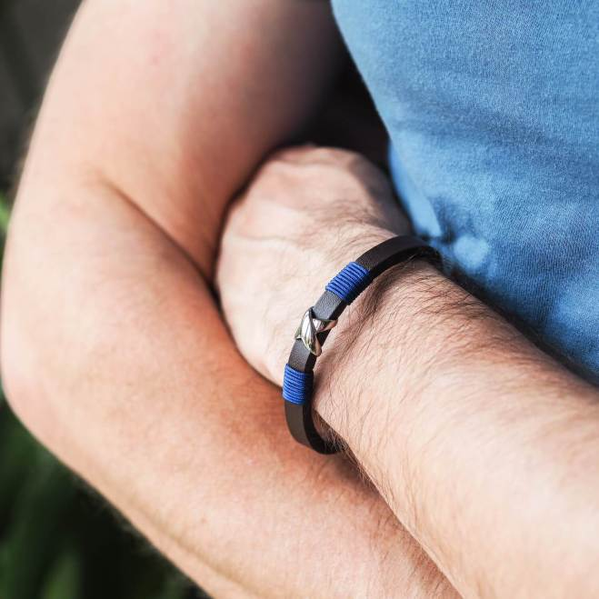 Man wearing Nation's Heroes Bracelet