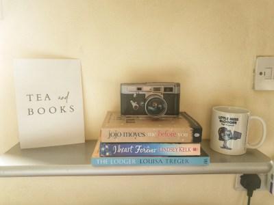 Reading corner display shelf