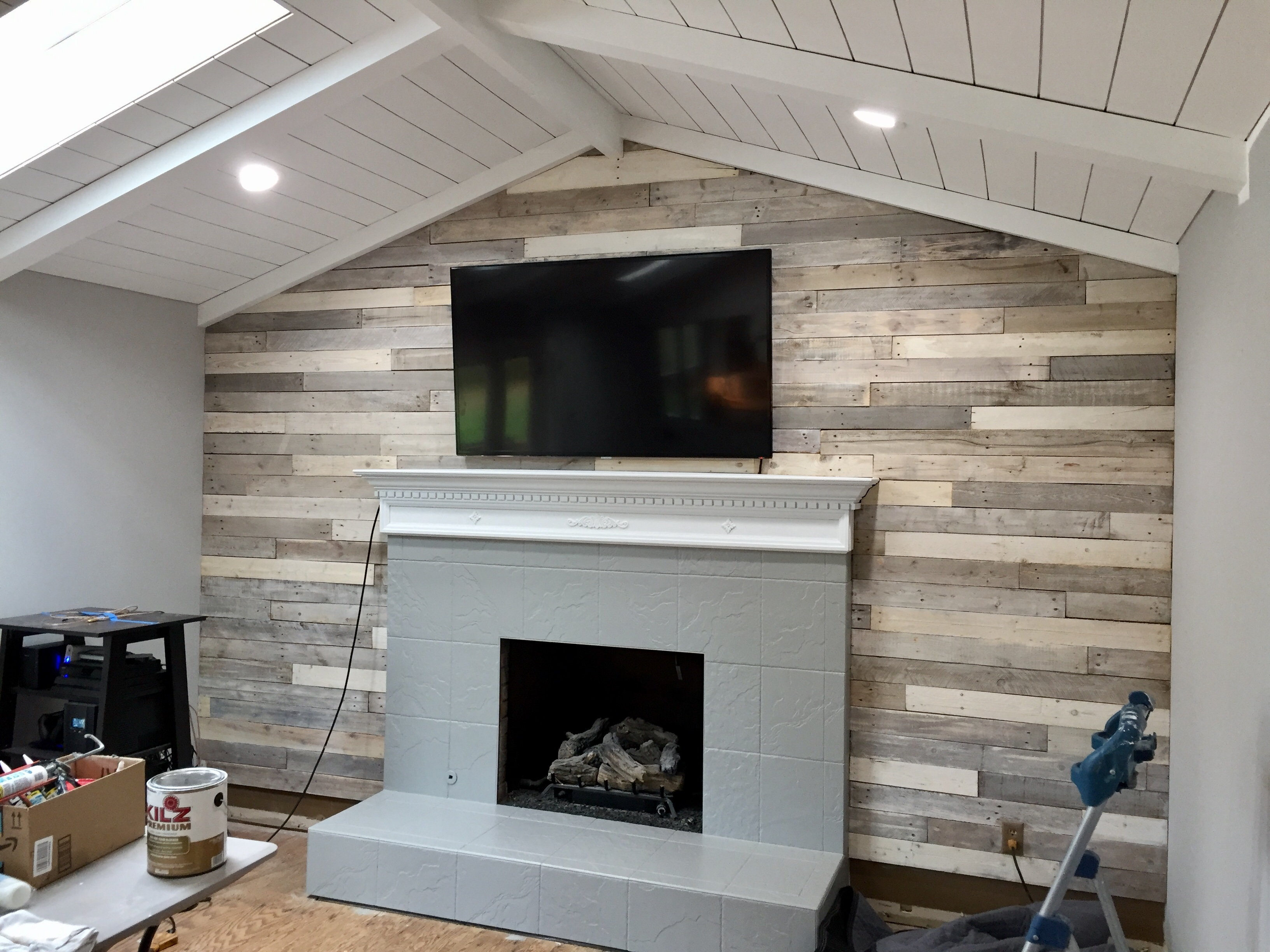 Distressed Build Wood Pallet Wall Make New Look Old Aged Weathered