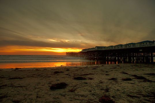 800px-Crystal_Pier_PB_Sunset